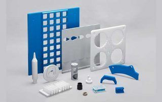 molds-pieces-plastic-manufacturers-feeding